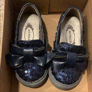 Toddler girls size 5 navy blue sequin sneakers.